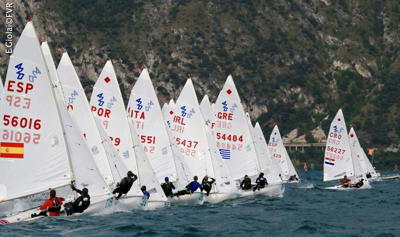 Under 17 fleet start on day 3 of the 420 Junior Europeans - photo © Elena Giolai