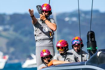 Prada Cup: Day 10: Sea breeze for Finals Day 4