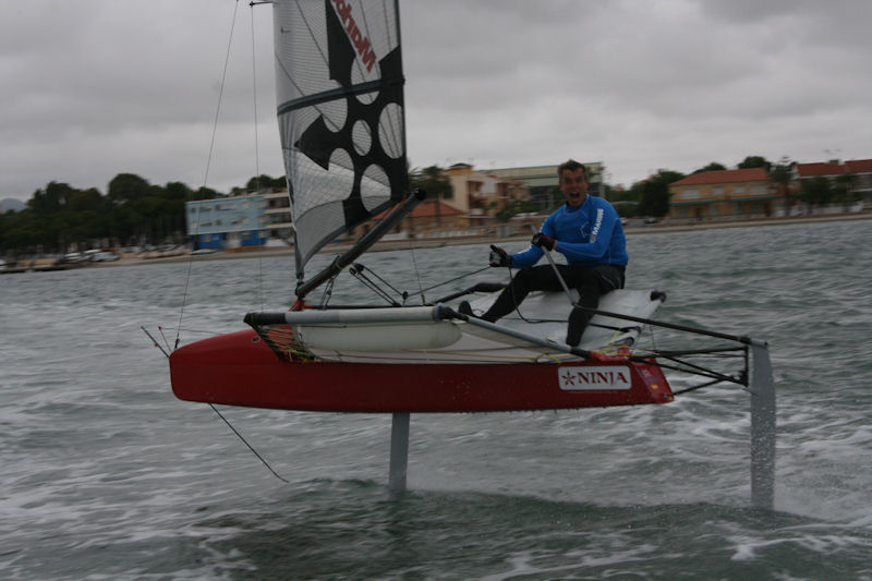 25.5 knots for Pete Barton on day 2 of Mar Menor Moth Fest