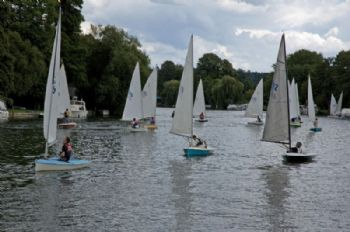A fine Saturday at Cookham Reach for the Lightning 368 Southern Championship