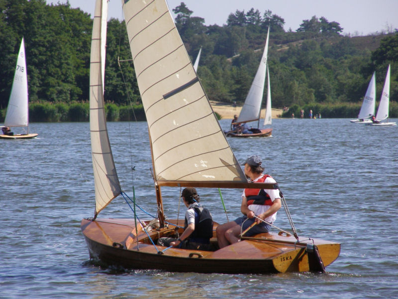 23 entries for the Classic and Vintage Dinghy Association open at Frensham