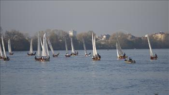 18 boats take to the Thames at Putney