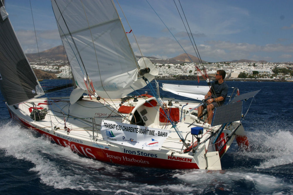 'the bonkers Mini 6.5's they race across the Atlantic' from the web at 'http://www.yachtsandyachting.com/photos/minitransat/2005philsharp4.jpg'