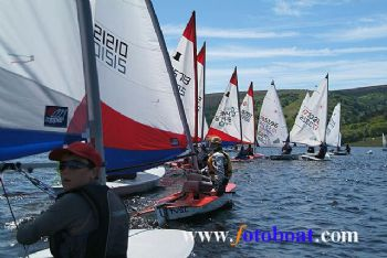 Wind & sun for the Derbyshire Youth Sailing event at Errwood SC