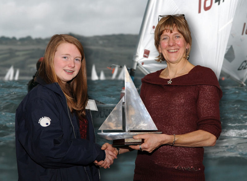 Helen Armstrong (l) receiving the Trident Trophy from Jackie Gebhard (r), co-director of Trident UK