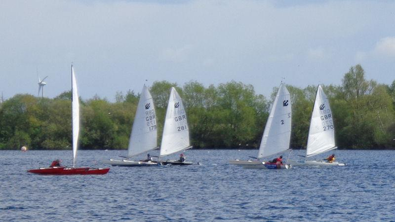 Challengers at Burghfield - photo © Marion Edwards