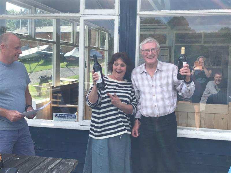 Martin Davis and Angie Bates finish second in the Earlswood Lakes Enterprise Open - photo © Jennifer Foort