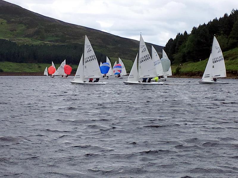 Waples Wines Flying Fifteen Traveller Series at Dovestone - photo © Sally McKee