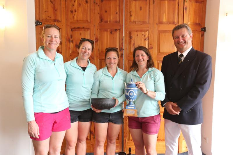 Annie Lush (left), Hannah Diamond, Kate Macgregor and Lucy Macgregor join Royal Bermuda Yacht Club Commodore Jon Corless with the Wedgwood Heritage Trophy - photo © Charles Anderson / RBYC
