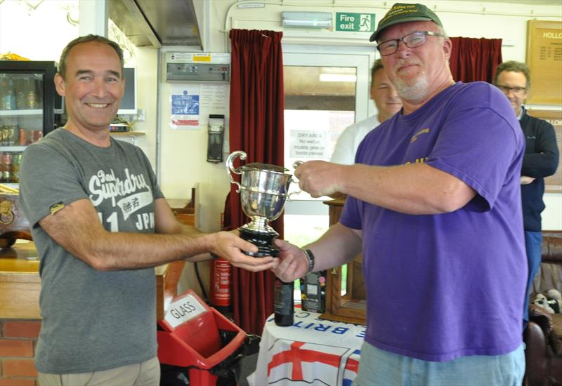 Mark Hope accepting the Inter-club Warwick Trophy at Hollowell - photo © Stewart Elder