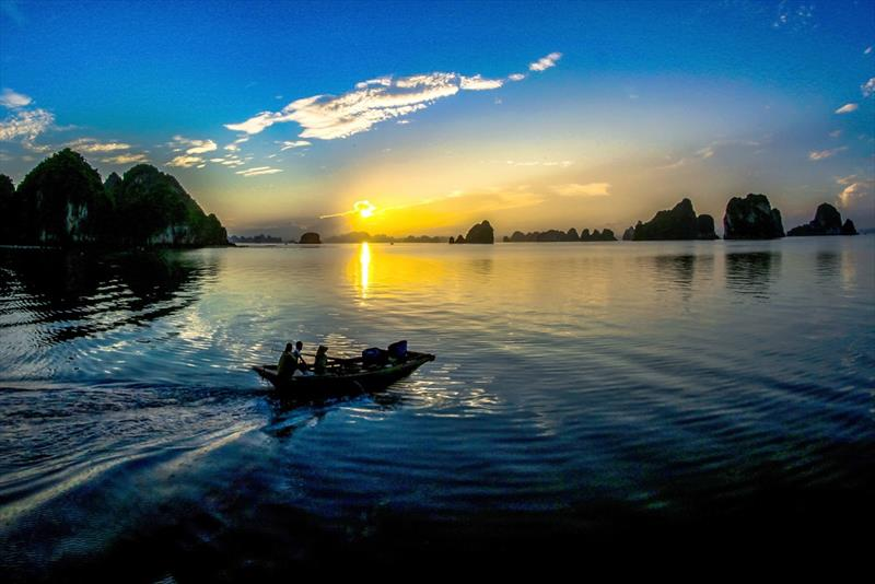 Dawn on Bai Tu Long Bay - photo © Duong Phong Dai