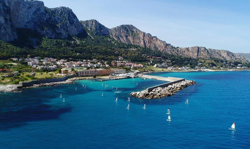 Turquoise water at the O'pen Skiff Eurochallenge in Palermo - Day 1