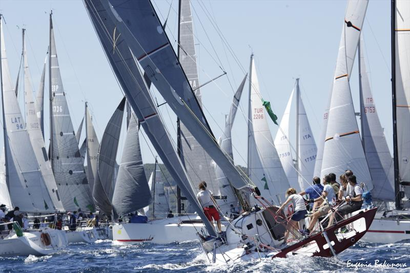 Rolex Giraglia Offshore Race Start - photo © Eugenia Bakunova / www.mainsail.ru