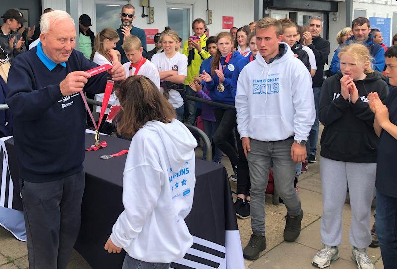 Dudley Davies presents prizes at the London Youth Games - photo © RYA
