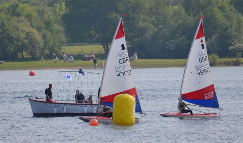 A close finish in race 3 during the Midlands Topper Travellers at Chase - photo © V Turnbull
