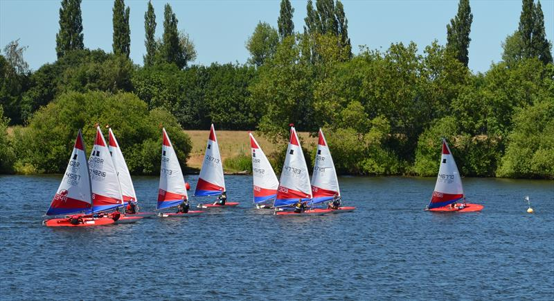 Will Thomas shows the fleet how to start during Topper Midlands Traveller Round 4 at Swarkestone - photo © Victoria Turnbull