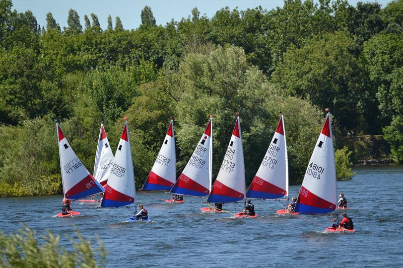 The leaders head to the downwind mark during Topper Midlands Traveller Round 4 at Swarkestone - photo © Victoria Turnbull