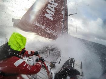 Volvo Ocean Race-Athletes Suffer in Wild Night in the Southern Ocean